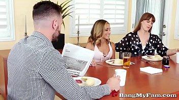 Мускулистый трах худенький шлюхи-блондинки с работодателем на собеседовании