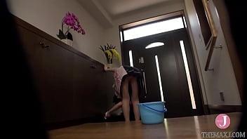 Активные девки играют в подземном бункере