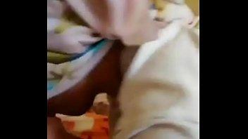 Лесбуха ебет толстенную телку игрушкой
