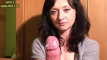Паренек примчался к молодой малышке, чтобы удовлетворить ее прихоти анально-вагинальным трахом